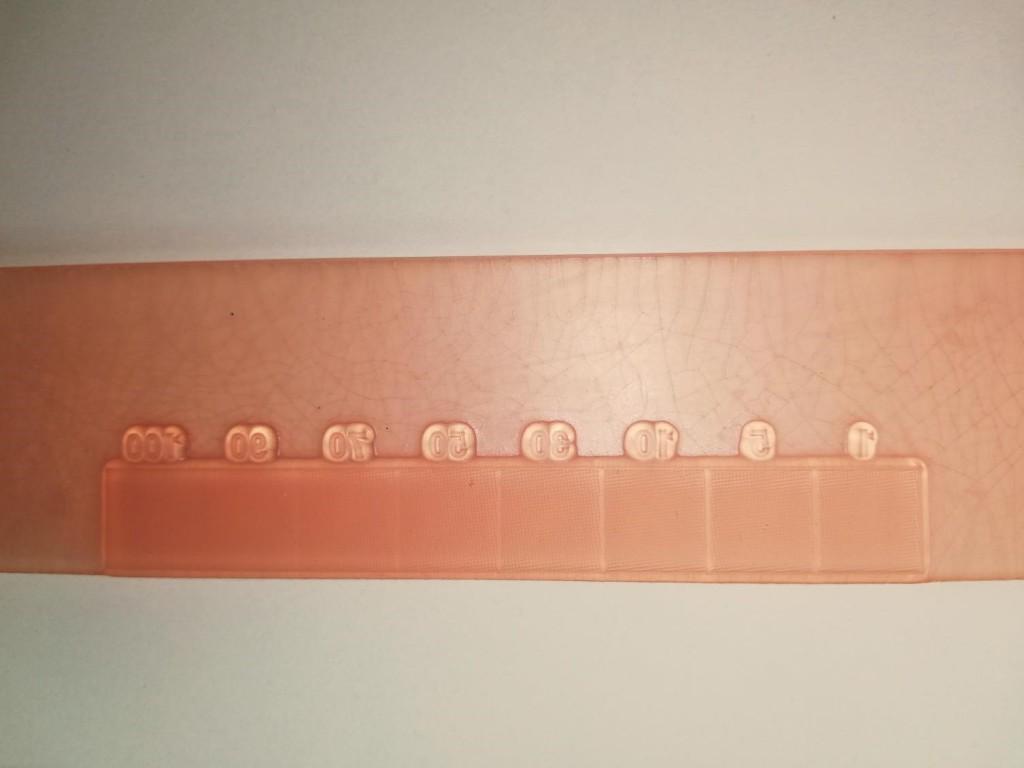 Widoczne pęknięcia po utwardzaniu UV-C_PrintSystems